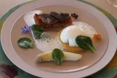 """Le Castellaras, L'oeuf de """"nos poules"""" mollet, premières asperges blanches, truffe."""