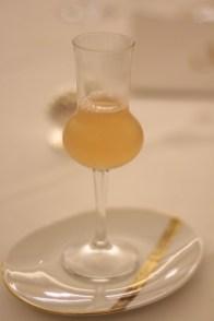 Pour préparer le palet au dessert... Une eau minérale à la pomme, rhubarbe et cubawa
