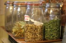 Ici, chaque herbe aromatique du jardin trouve sa place en cuisine