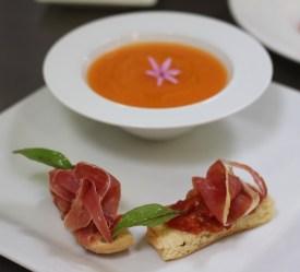 Soupe de melon, bruschetta de jambon