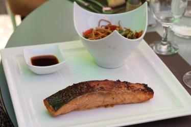 Tataki de saumon, galanga et coriandre en marinade, purée de patate douce