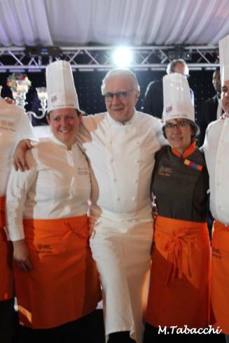 Alain Ducasse bien entourée d'Hermance Carro et de Fanette Aimé
