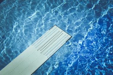 plongeoir dans la piscine