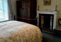 There's an extra pull-out single bed in the main bedroom