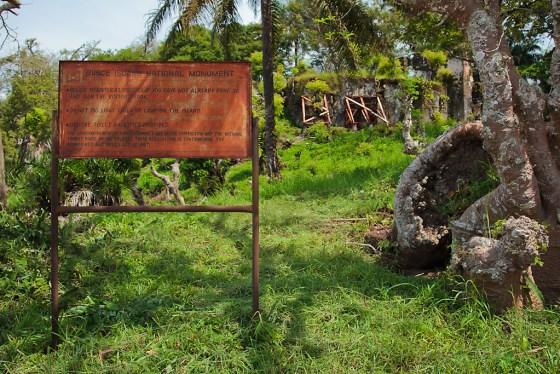 panneau d'affichage à Bunce Island en Sierra Leone