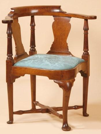QUEEN ANNE HORSESHOE SHAPED SEAT CORNER CHAIR