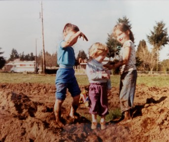 Julie and her cousins playing in the dirt. Photo courtesy: Julie Pendleton.