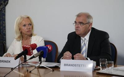 Justizminster Wolfgang Brandstetter und Volksanwältin Gertrude Brinek; (c) BKA/Hans Hofer