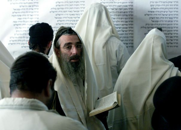 https://i0.wp.com/www.lexpress.fr/medias/178/1-orthodox-jewish-pilgrims-pray-in-uman_159.jpg