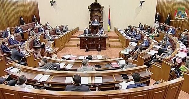 Parlement : action, expulsion, on s'en va puis on revient…