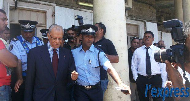 (Photo d'archives) Navin Ramgoolam a comparu en cour de Curepipe ce mardi 12 mai dans le cadre de l'enquête ouverte pour blanchiment d'argent.