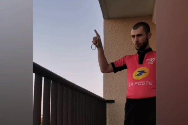 insolite mauvais placement du coude pour éternuer vidéo rugby xv de départ 15