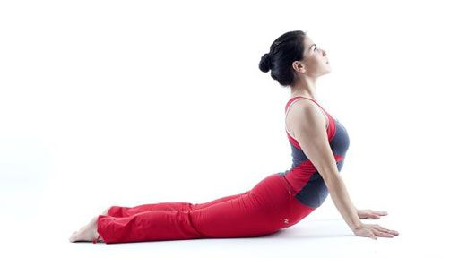 5-posiciones-de-yoga-para-reforzar-tu-voluntad-cobra