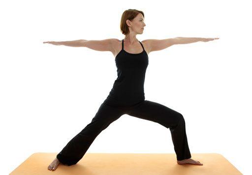 5-posiciones-de-yoga-para-reforzar-tu-voluntad-guerrero