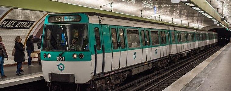 La veillée de Noel commence dans le métro