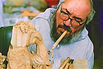 Serge Maudet est un des 800 artistes au monde capables de peindre avec la bouche ou le pied. L'art lui fait oublier sa maladie, l'arthrogrypose et son handicap.