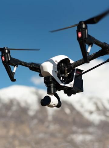 les drones de guerre et des robots