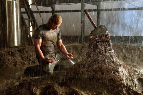 Saura-t-il retirer le marteau du rocher ?