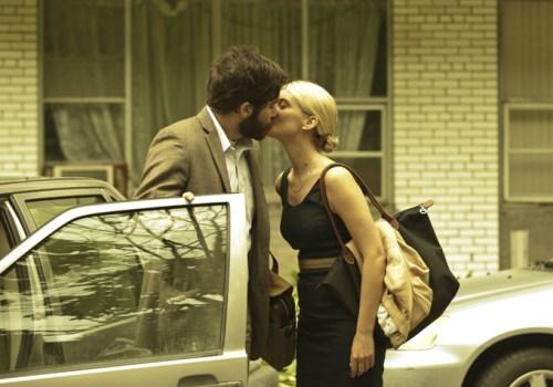 Qui croit-elle embrasser ?