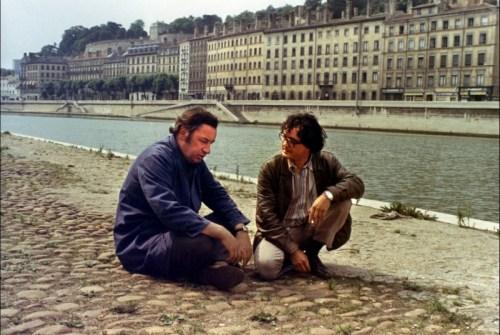 Avec son copain gauchiste, après une mémorable bagarre avec des membres de la milice patronale.En toile de fond, Lyon, évidemment...