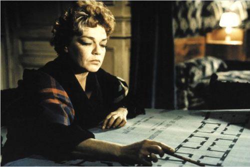 Mathilde ( Simone Signoret) agent de liaison, puis responsable du réseau