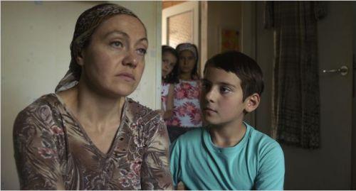 Une mère qui n'arrive pas à reconstruire sa vie, un fils à l'écoute, prévenant.