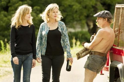 Denis Lavant joue l'homme des bois, et deux femmes ne lui font pas peur...