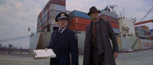 Même ses collègues sont réticents à le laisser inspecter les bateaux à quai.