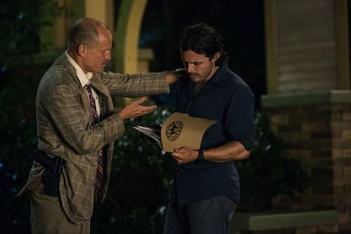 L'inspecteur Allen Woody Harrelson ) ignore encore que son neveu est devenu le coéquipier d'un malfrat.
