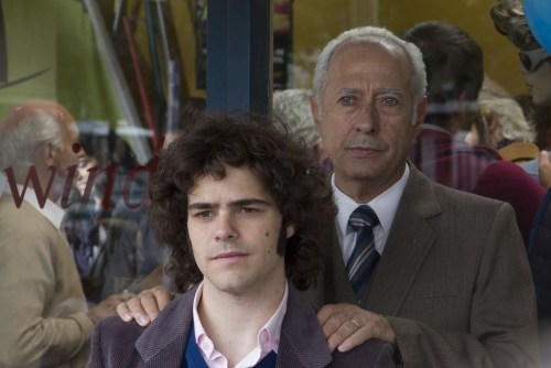 Le père et le fils, une complicité contrainte, mal assumée