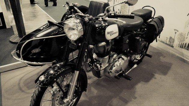 Moto Royal Enfield et sidecar vintage