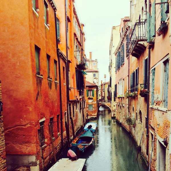 Photo de Venise: canal tranquille de Venise sous la pluie