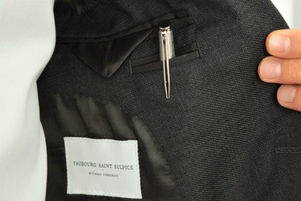 Comment porter un stylo plume comme un accessoire de mode ?