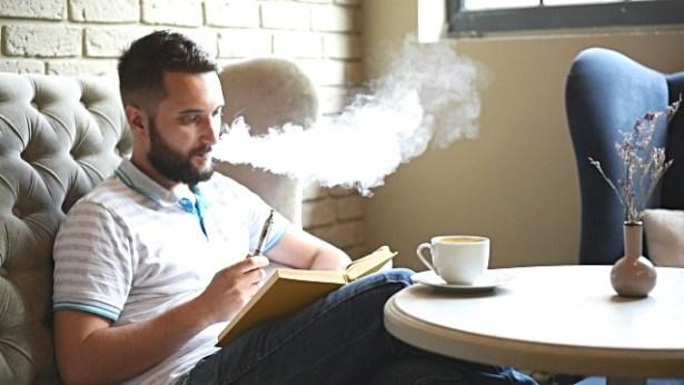 e-cigarette-vapoter