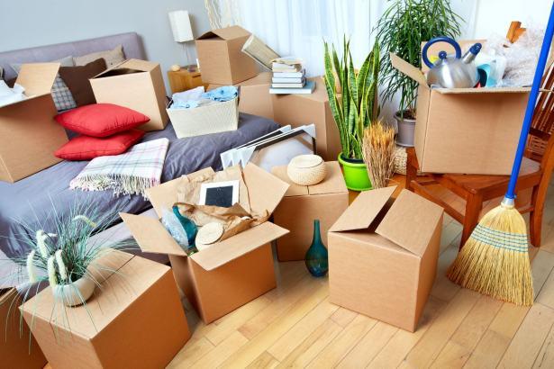 Organiser un déménagement est souvent source de stress homme ultra-mobile