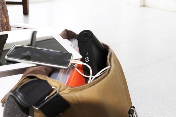La station de charge USB à emporter d'OTONOHM facile à transporter
