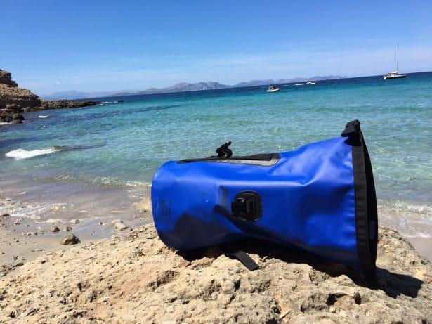 Un sac étanche contre la pluie, la sable, la mer, parfait pour toutes activités sportives !