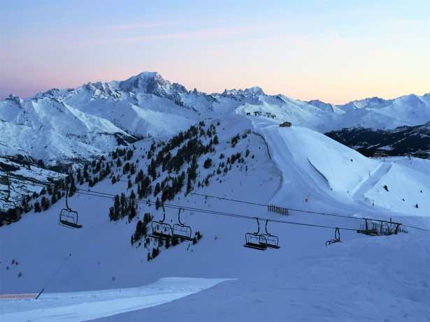 Le Mont-Blanc se réveille en douceur - Vue magnifique sur le domaine skiable Paradiski de La Plagne