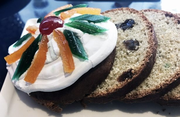 Le Koulitch, gâteau de pâte levée aux raisins