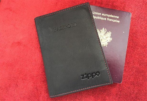 Porte passeport en cuir Zippo