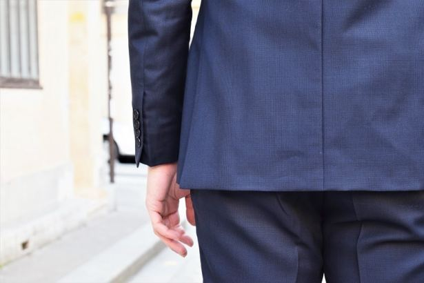 De légers ajustements pour une finesse de travail - Costume-sur-mesure Faubourg Saint Sulpice