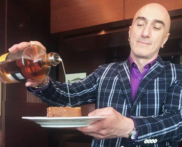 Baba au rhum, avec une dose supplémentaire de rhum Clément - Restaurant Le Duc Paris