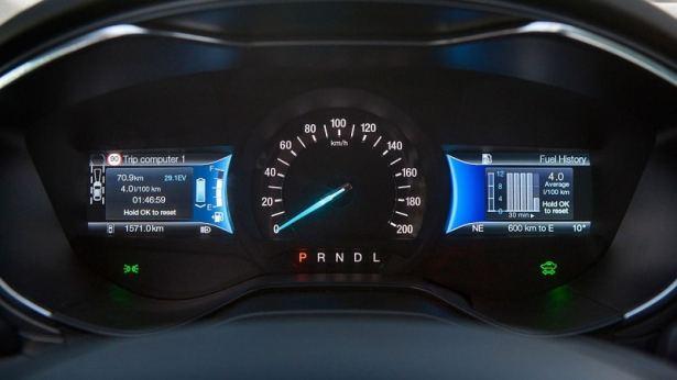 Un écran qui vous permet de savoir où vous en êtes entre l'électrique et le thermique - Ford Mondeo Hybrid