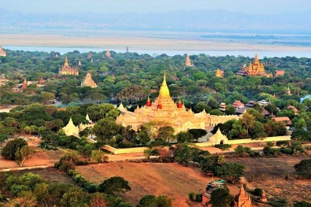 Survol des temples de Bagan en montgolfière