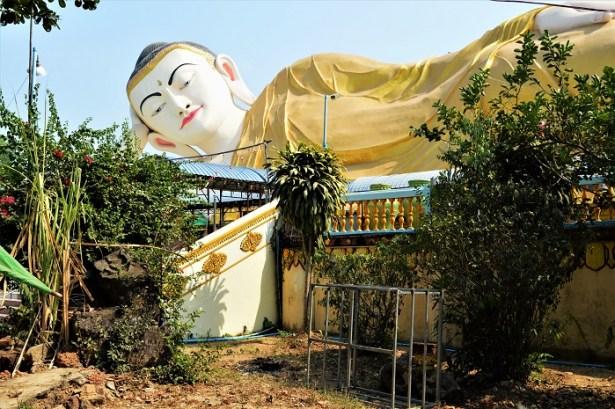 Tiens, un Bouddha couché