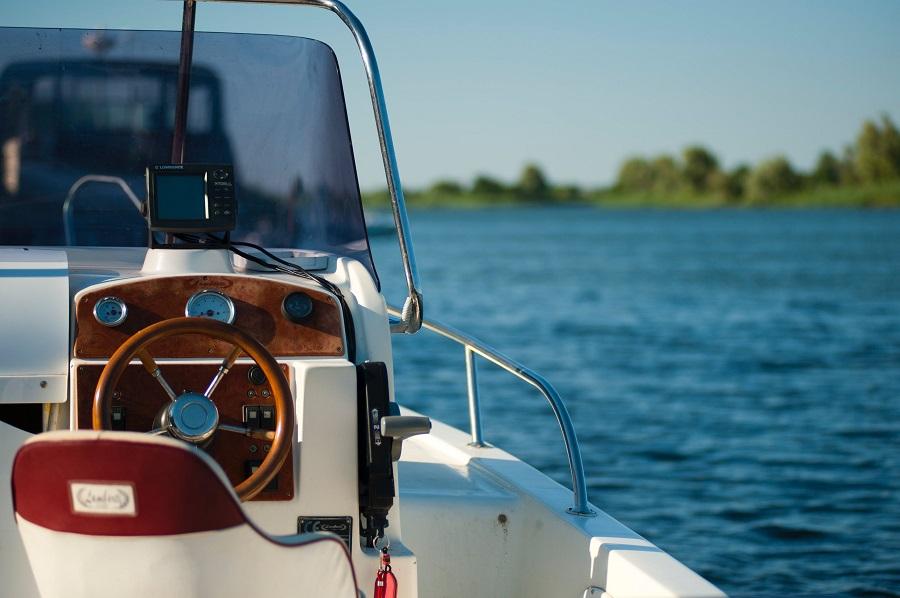 Location de bateaux à moteur ou à voile pour les vacances