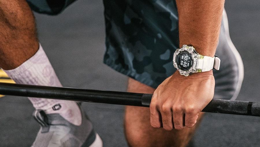 Apprêtez-vous à vivre des sessions outdoor d'une nouvelle dimension grâce à l'incroyable polyvalence de la montre Casio G-SQUAD HR.