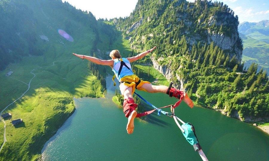Le saut à l'élastique une activité sensationnelle et une expérience inoubliable