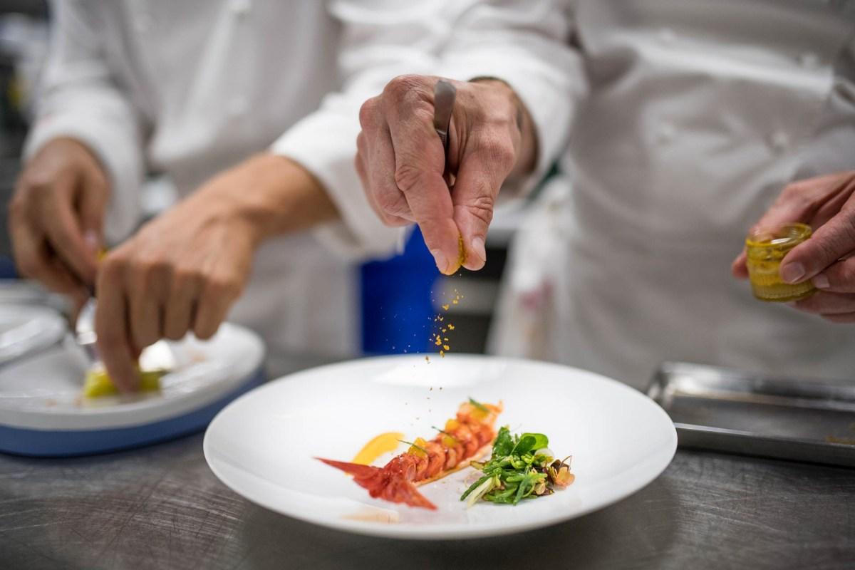 Le chef Christophe Bacquié au commande du restaurant de l'hôtel du Castellet