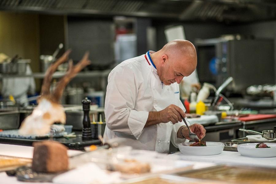 Olivier Nasti en cuisine ©Anne Emmanuelle THION